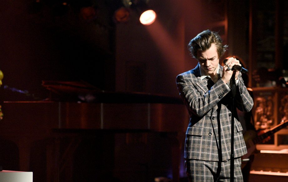 GettyImages-669574878_HARRY_STYLES_SIGN_OF_THE_TIMES_MEANNNG_1000-920x584